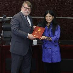 Dr Garry Marling receives his invitation from Professor Suying Mao